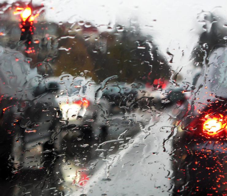 Vezess különösen óvatosan az esős időben!