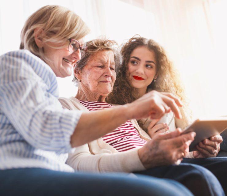 Hogyan gondoskodj idős szeretteidről – tippek, tanácsok