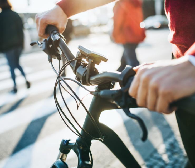 Itt a bicikliszezon: így tekerj biztonságosan