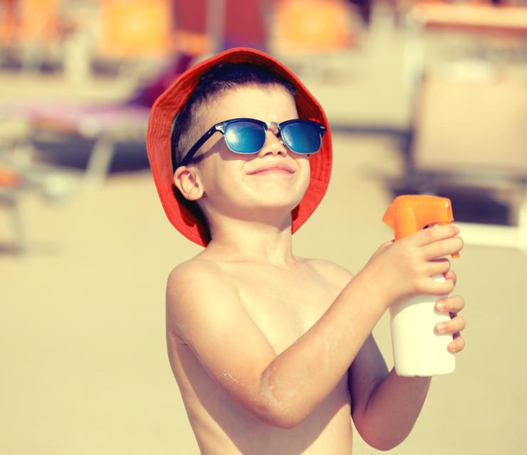 Fényvédelem: Így óvjuk a gyerekeket a napsugárzástól